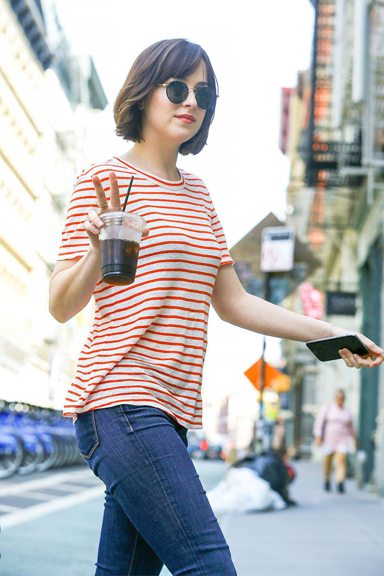 dakota-johnson-on-the-set-of-how-to-be-single-in-new-york-05-26-2015_1