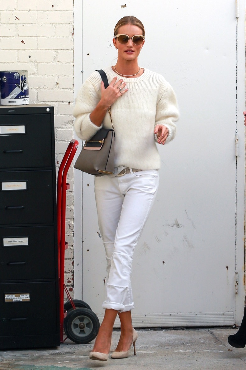fashion-2014-10-rosie-huntington-whiteley-cream-sweater-white-jeans-main