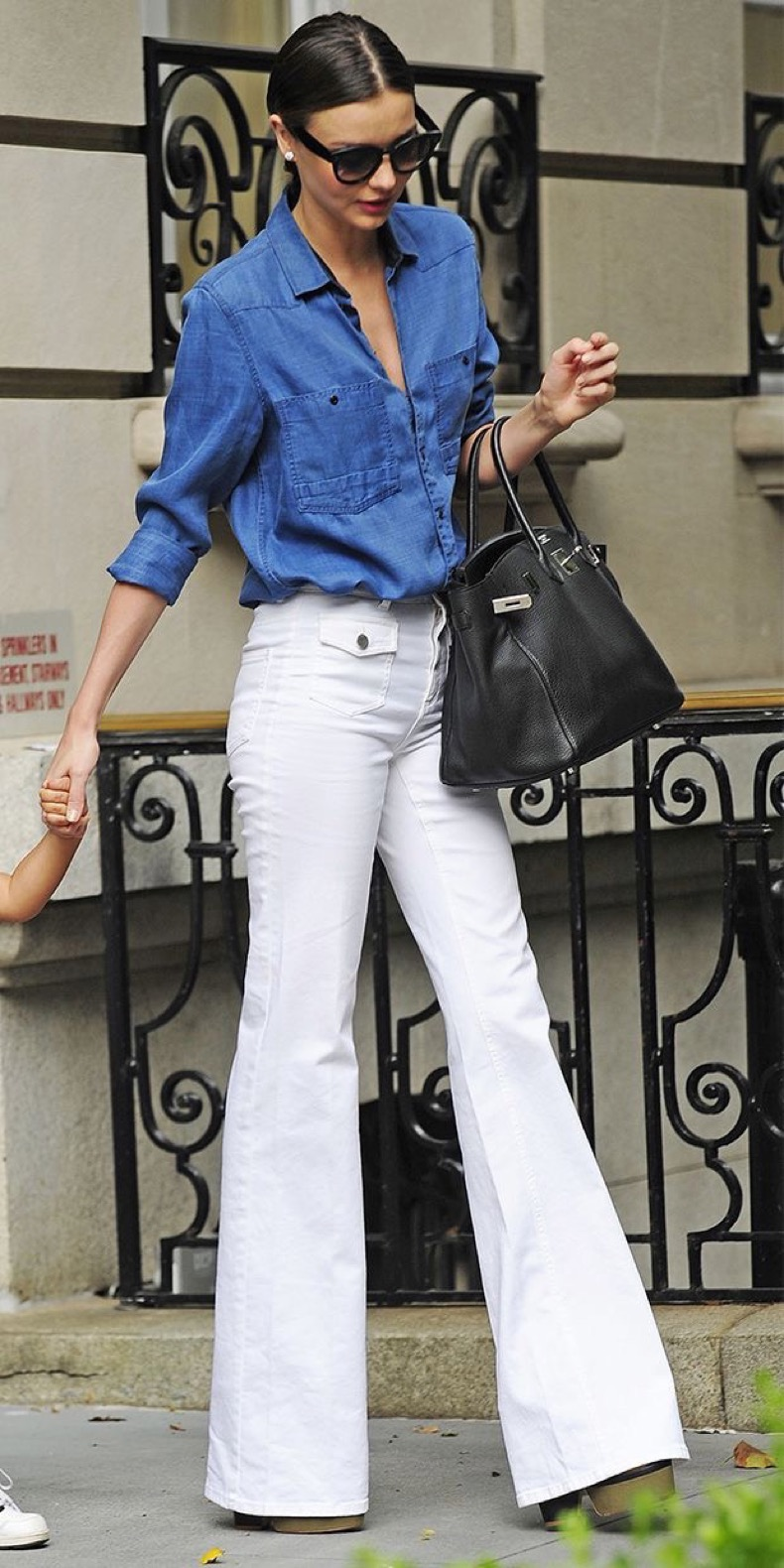 flared-jeans-spring-trend-street-fashion-miranda-kerr