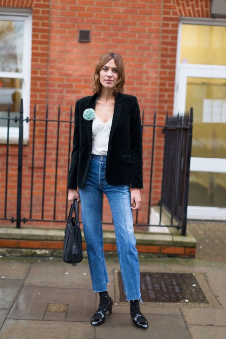 frayed-denim-socks-velvet-blazer-broach-brooch-cami-alexa-chung-work-weekend-out-night-out-fw-street-style-hbz