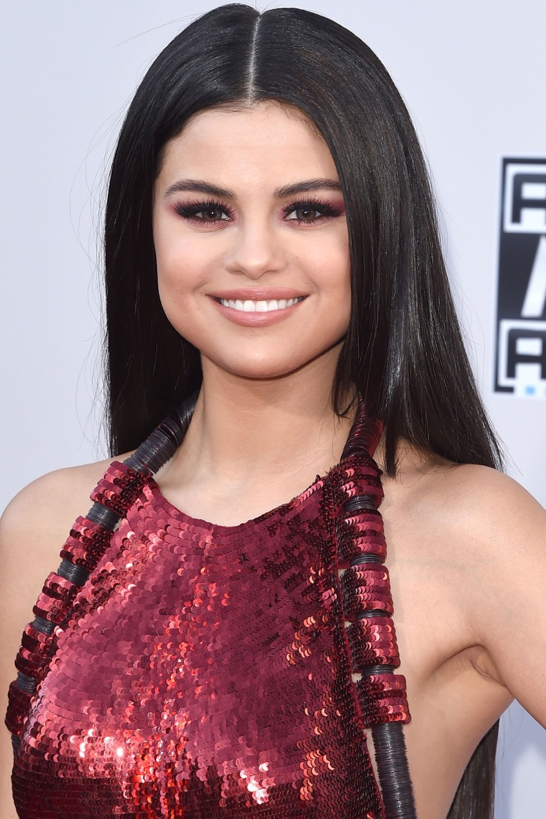 gallery-1449259049-hbz-winter-hair-colors-selena-gomez