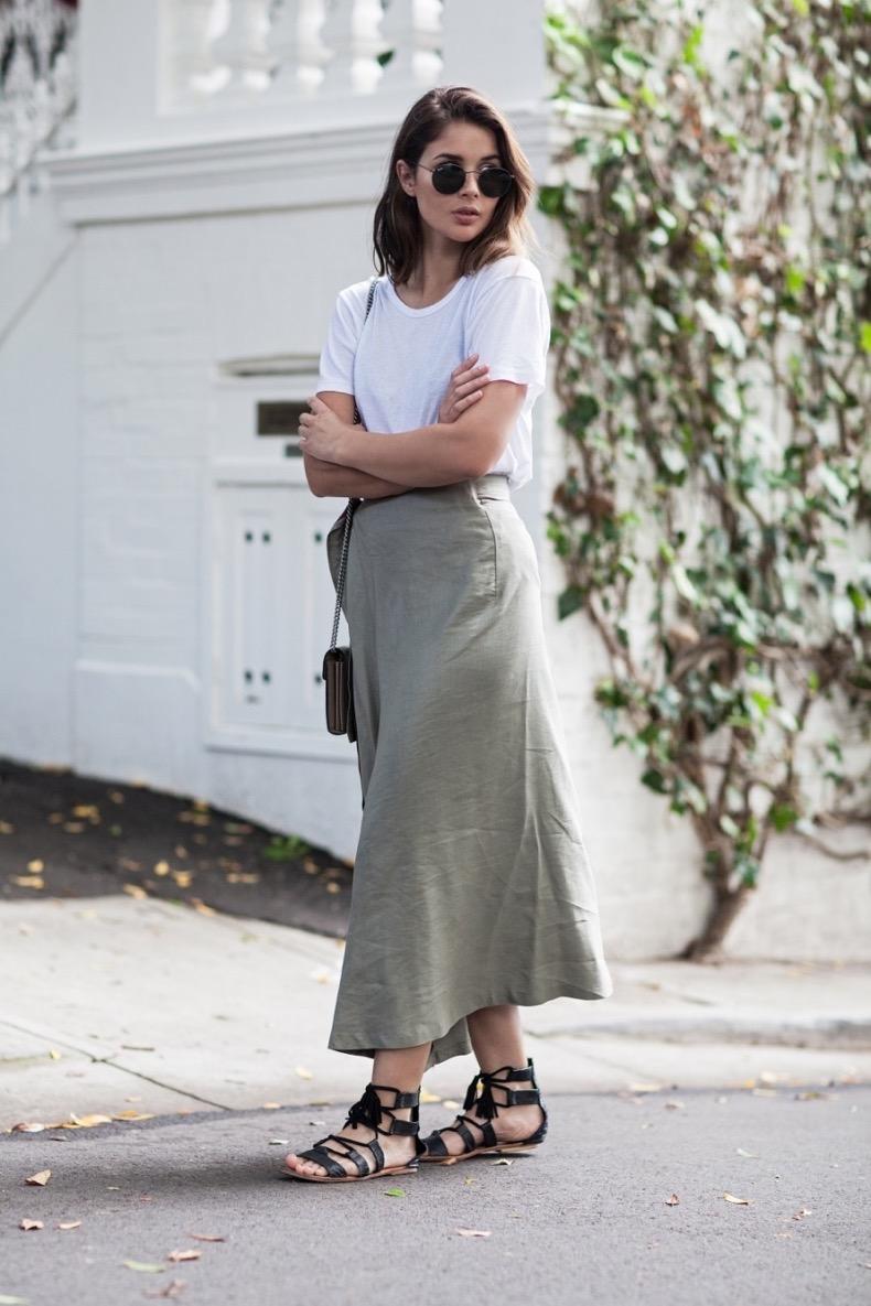 harperandharley_khaki-skirt_white-t-shirt_outfit-post_australian-fashion-blogger_sara-donaldson_1-mkm4cceppjp0w3ov92lpfpcuc7nxyp8197rbeeb3r0