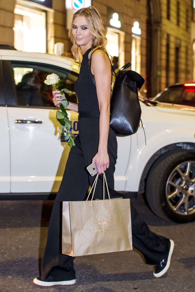 karlie-kloss-leaving-versace-fashion-show-in-milan-february-2015_10