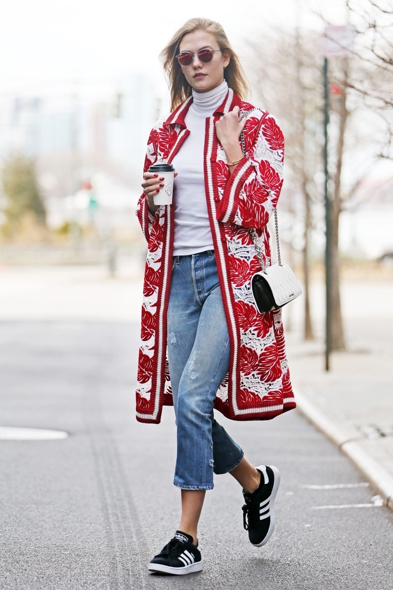 karlie-kloss-street-style-out-in-new-york-city-01-22-2016-1