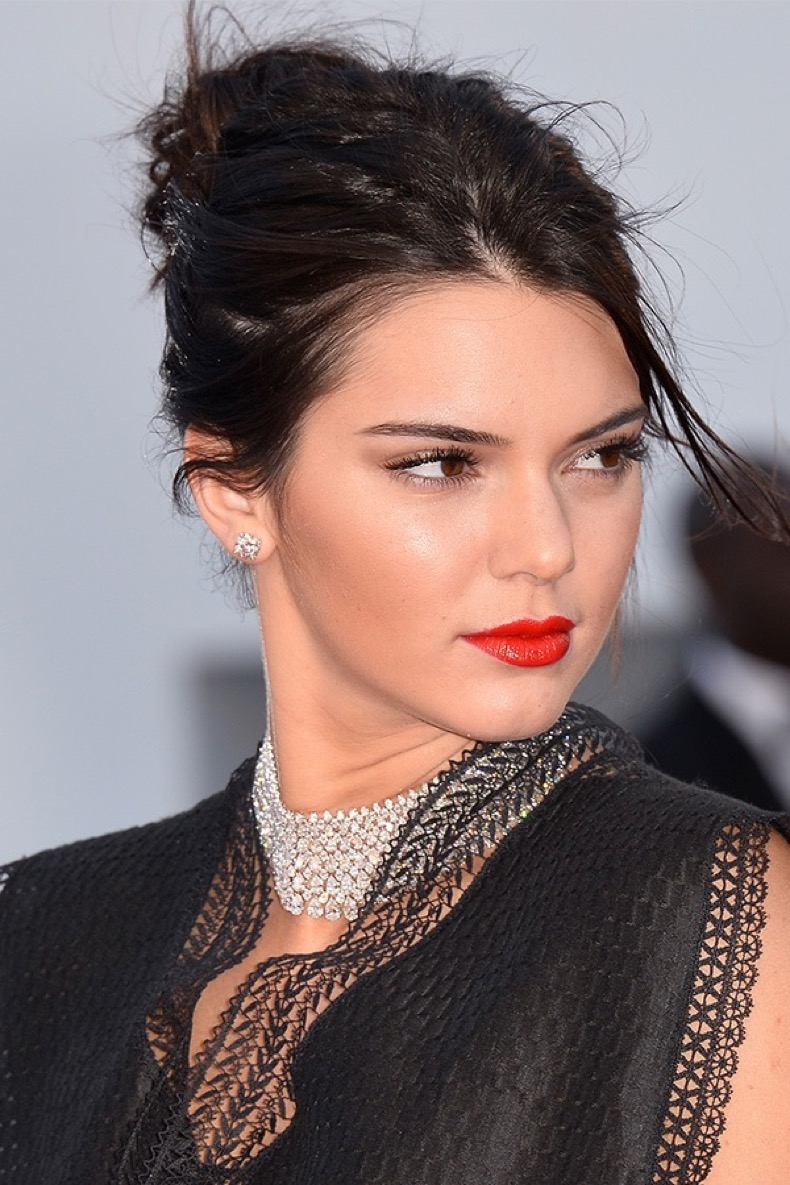 kendall-jenner-bright-lipstick