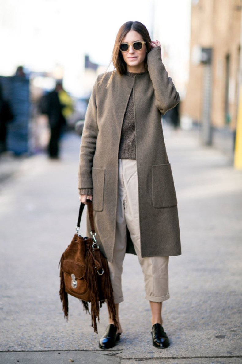 khakis-rolled-pants-fringe-bag-loafers-neutrals-fall-neutrals-greige-ps-640x960