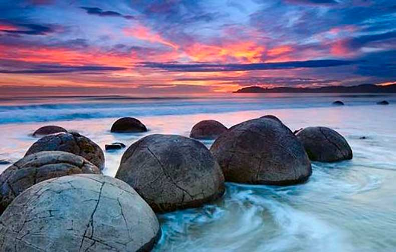 koekohe-beach-NEW-ZEALAND