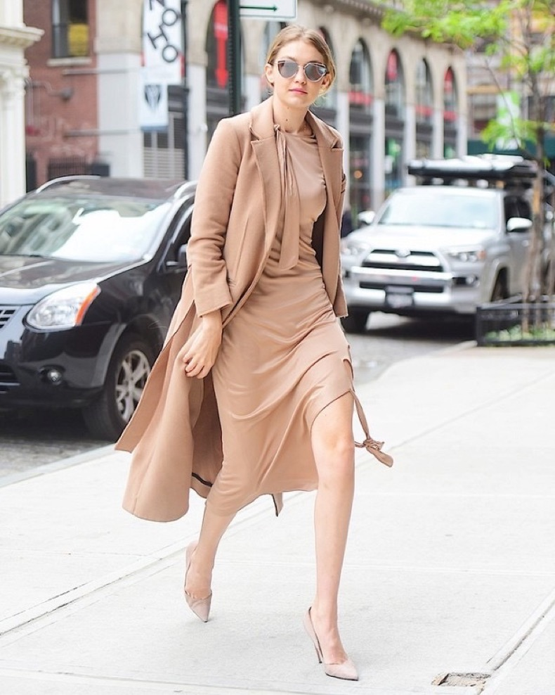 the-7-piece-gigi-hadid-shoe-wardrobe-1811221-1466445508.640x0c