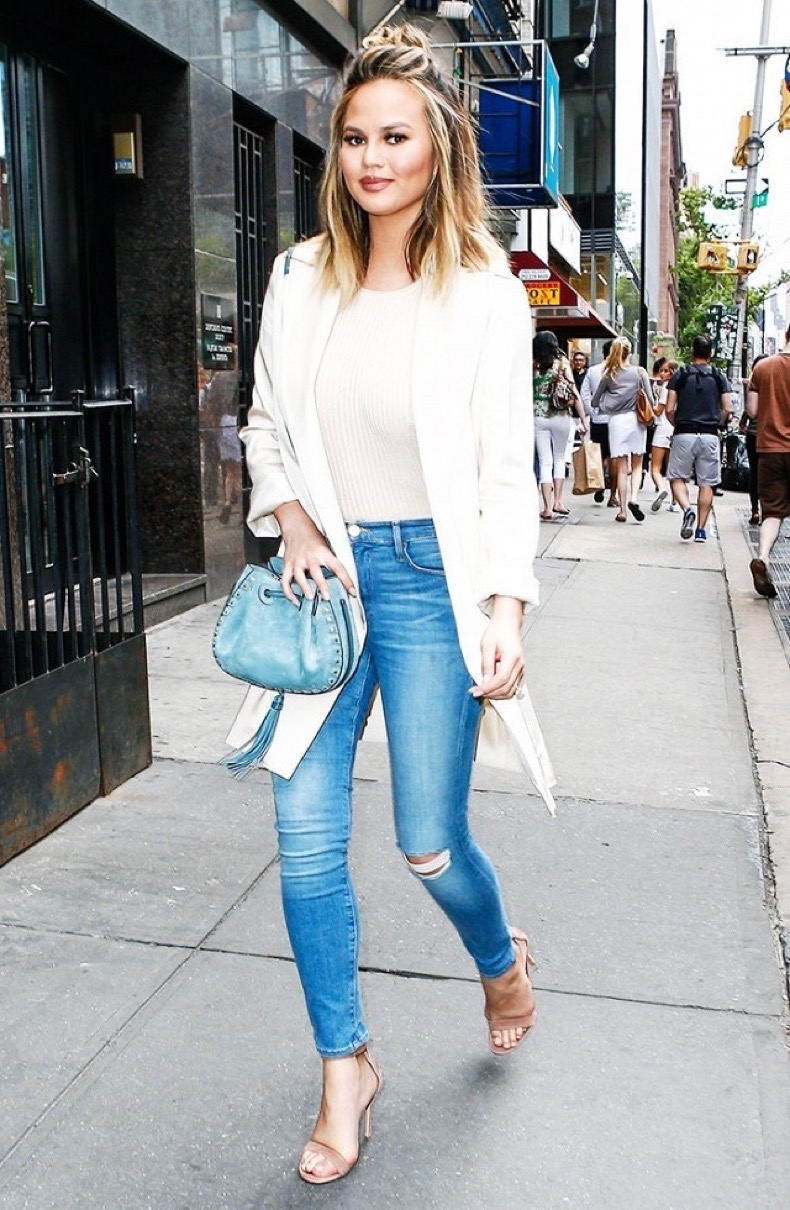 the-ultra-slimming-outfit-that-every-celeb-wears-1833046-1468271713.640x0c