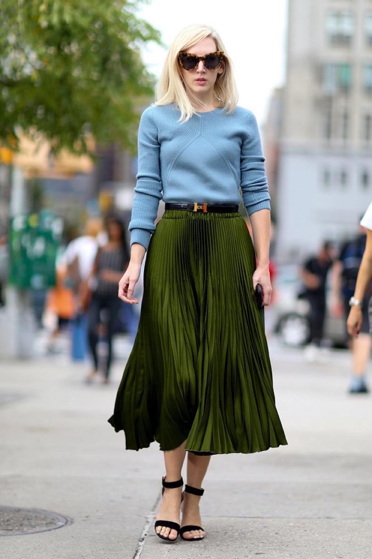 03-blue-sweater-green-skirt-street-style