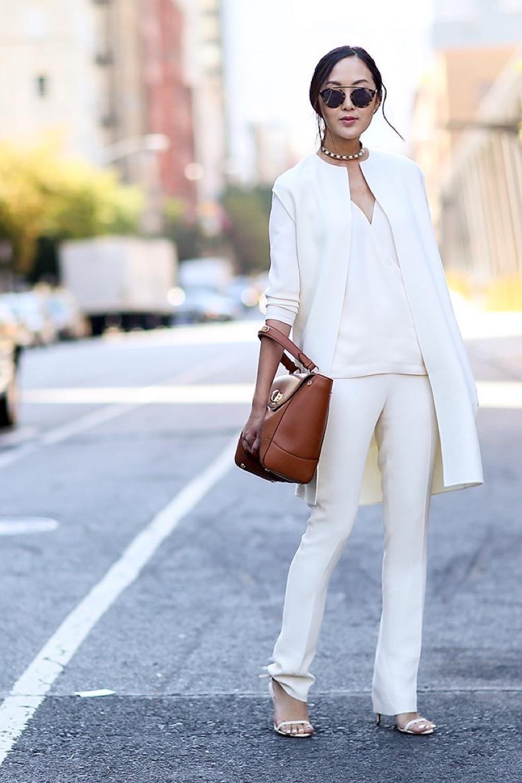 08-white-jacket-white-pants-street-style