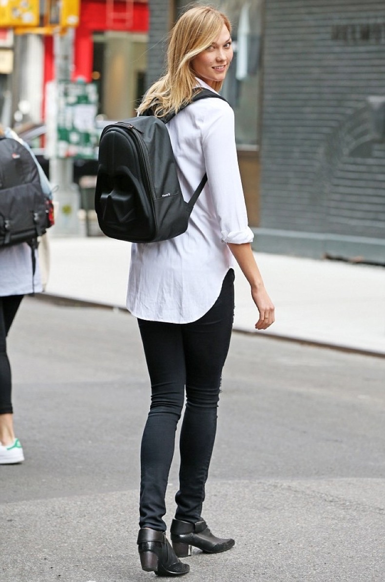 33FE680500000578-3581899-She_s_a_fan_Karlie_Kloss_23_was_spotted_with_a_Darth_Vader_backp-m-52_1462833250325