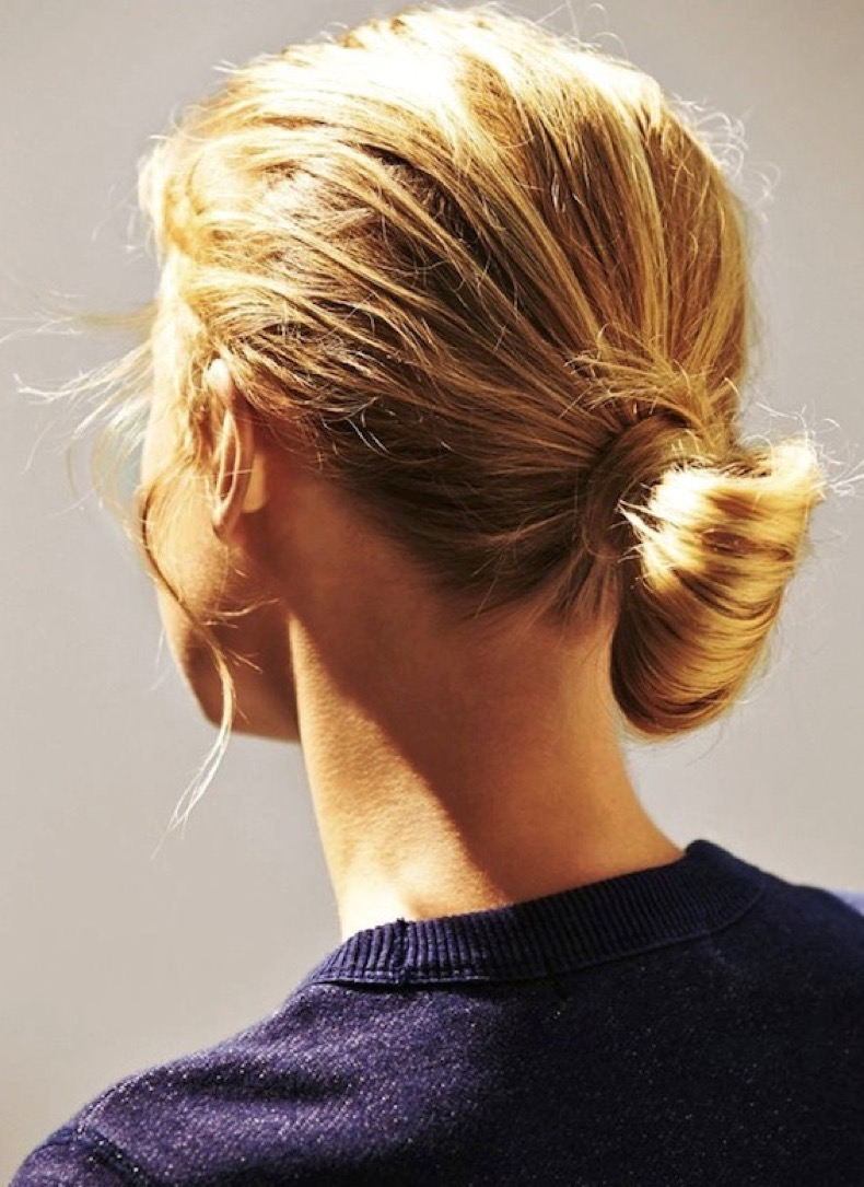 Le-Fashion-Blog-Blonde-Low-Chignon-Hairstyle-Navy-Sweatshirt-Via-Glamour-Germany