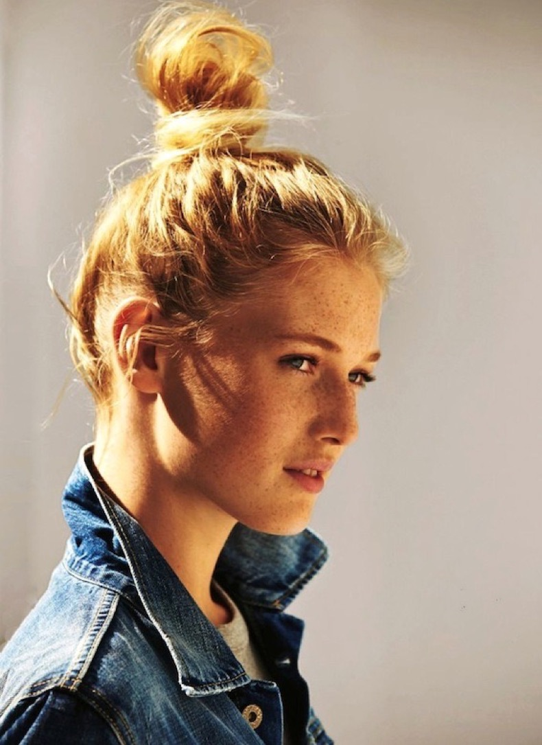 Le-Fashion-Blog-Blonde-Top-Knot-Hairstyle-Jean-Jacket-Grey-Tee-Via-Glamour-Germany