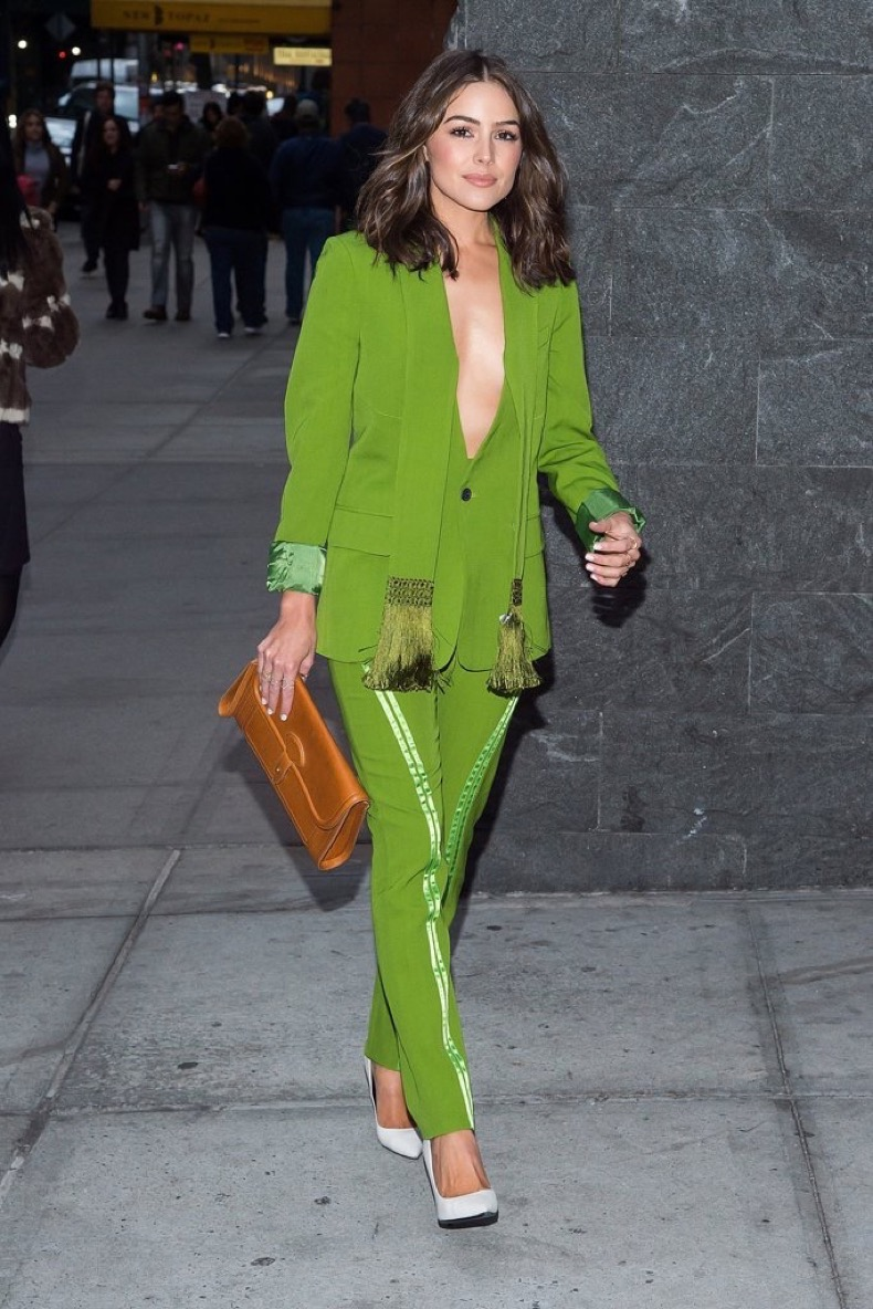 She-Even-Wear-Bold-Green-Suit-Fun-Tassle-Scarf