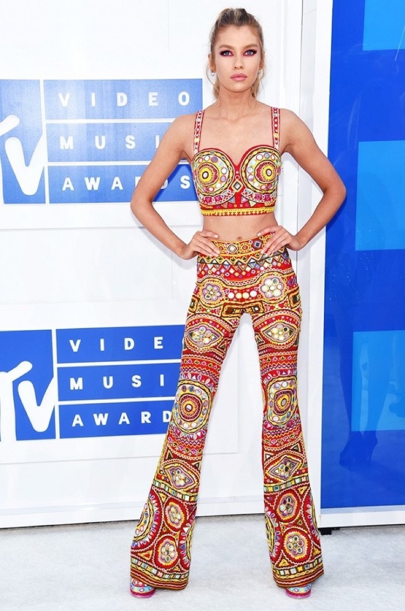 all-the-showstopping-vma-looks-you-need-to-see-1884772-1472427086.640x0c