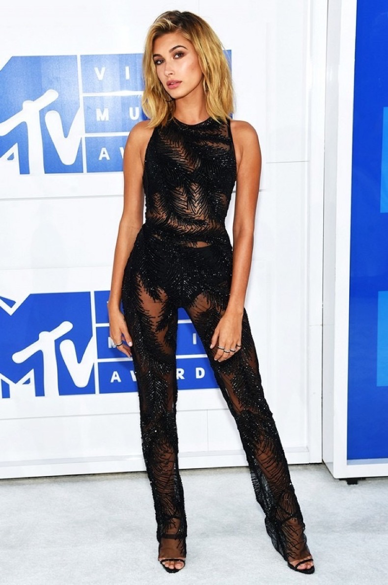 all-the-showstopping-vma-looks-you-need-to-see-1884785-1472428459.640x0c