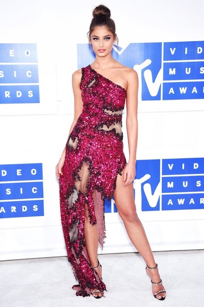all-the-showstopping-vma-looks-you-need-to-see-1884817-1472431469.640x0c