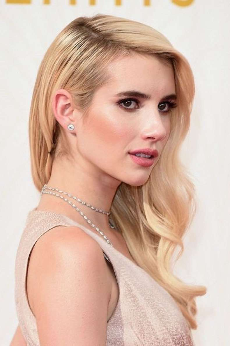 beauty-2015-09-emmy-awards-2015-hair-makeup-emma-roberts-main
