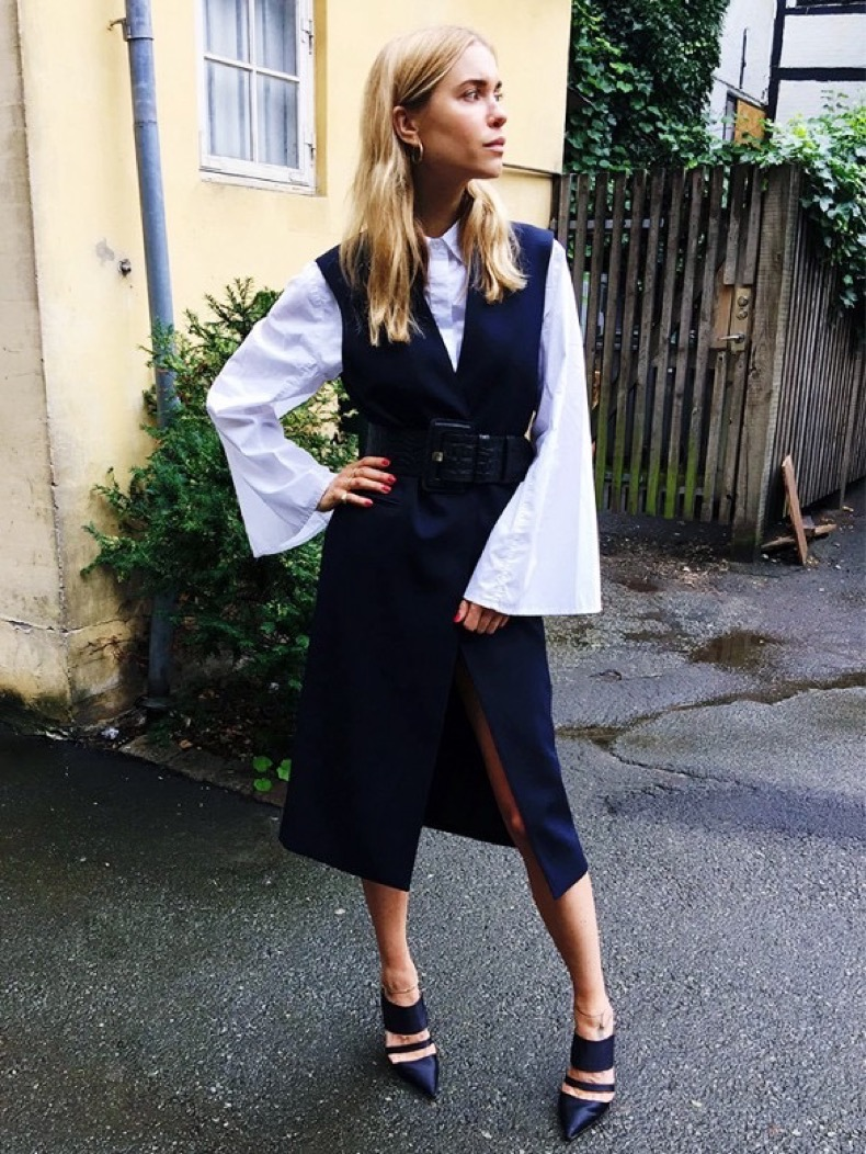 bell-seleves-sleeves-vest-jacket-belt-cuffs-pointy-toe-mules-look-de-pernille-navy-and-black