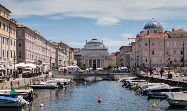 canal-grande-grand-canal-and-the-san-antoniotaumaturgo-trieste-italy