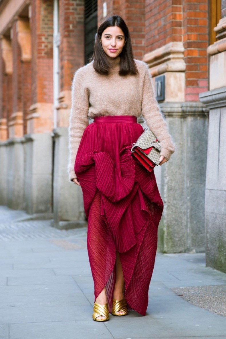 gold-mules-turtleneck-sweater-ruffled-skirt-lfw-street-style-psuk-640x960
