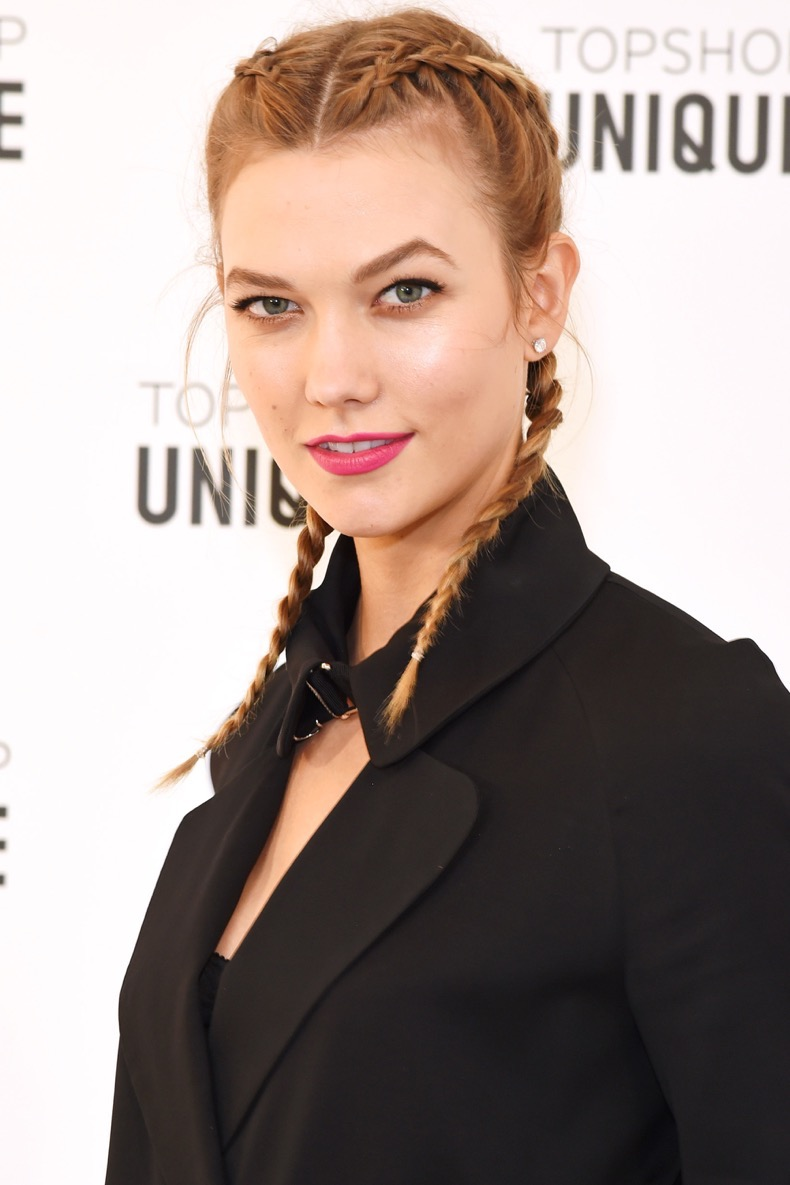 LONDON, ENGLAND - FEBRUARY 21:  Karlie Kloss arrives at the Topshop Unique LFW AW16 show at The Tate Britain on February 21, 2016 in London, England.  (Photo by David M. Benett/Dave Benett/Getty Images for Topshop)