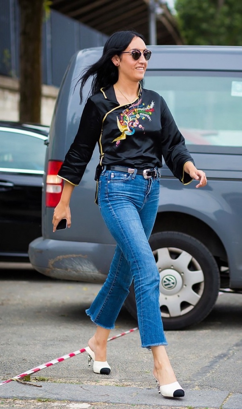 how-the-most-stylish-women-pull-off-high-waisted-jeans-1870260-1471297378.600x0c