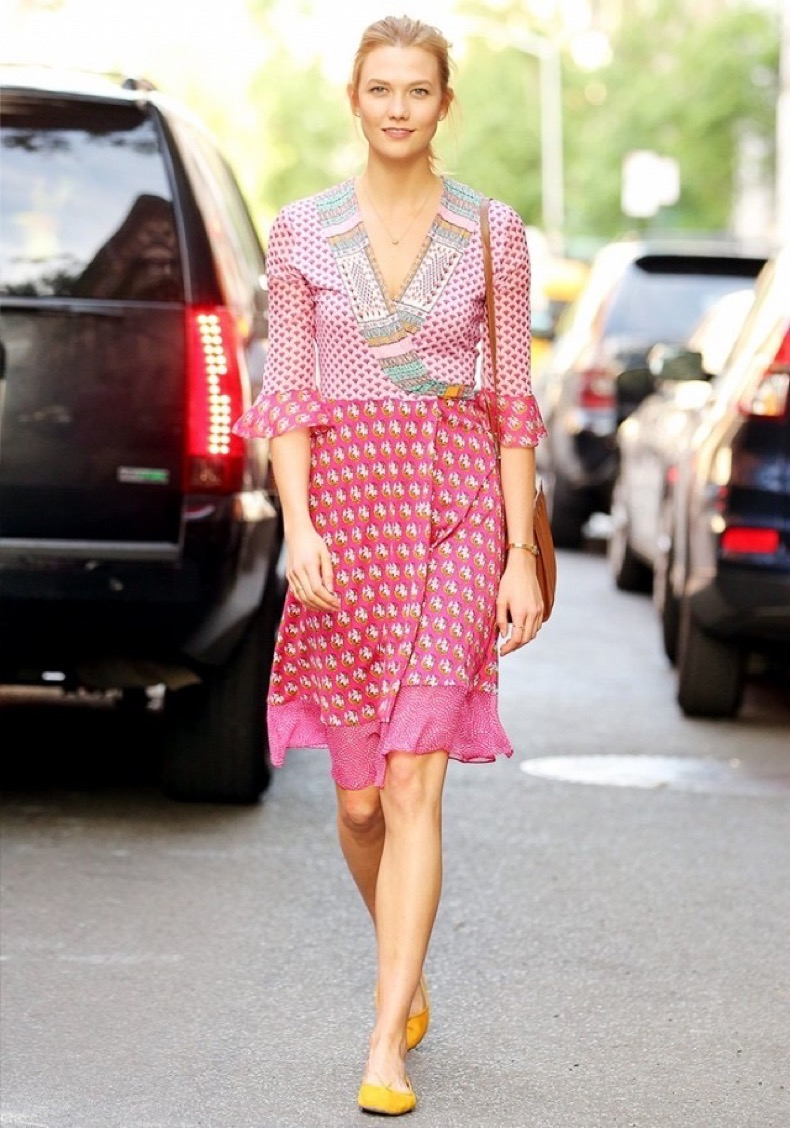 karlie-kloss-just-wore-the-most-figure-flattering-summer-dress-around-1808727-1466125749.640x0c