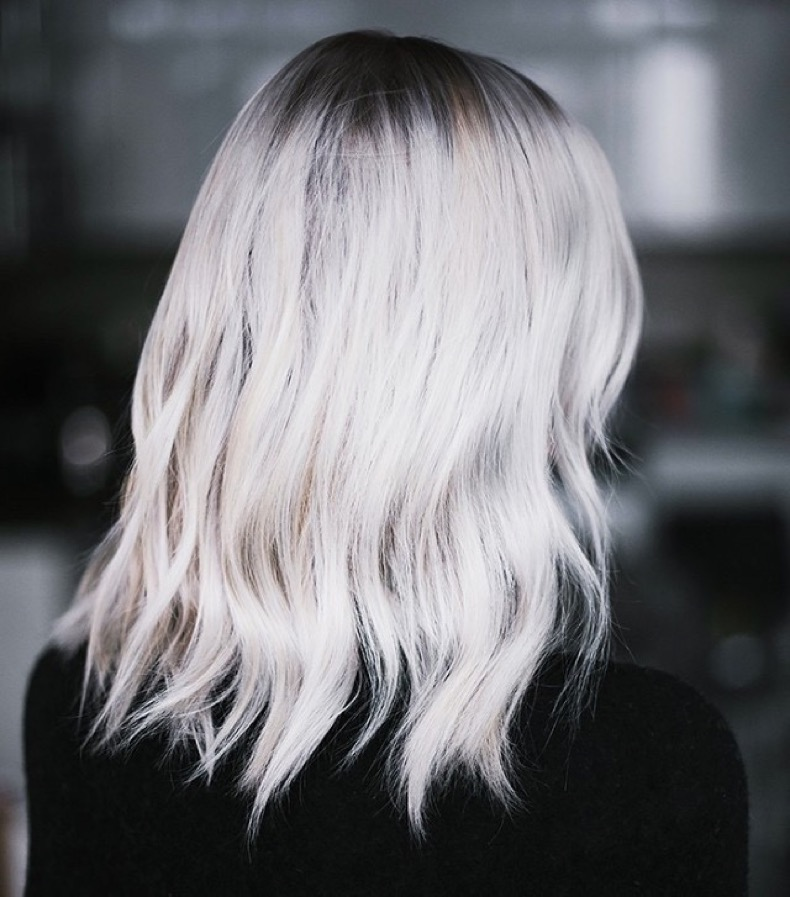 one-bloggers-stunning-gray-hair-transformation-see-the-photos-1491768.640x0c