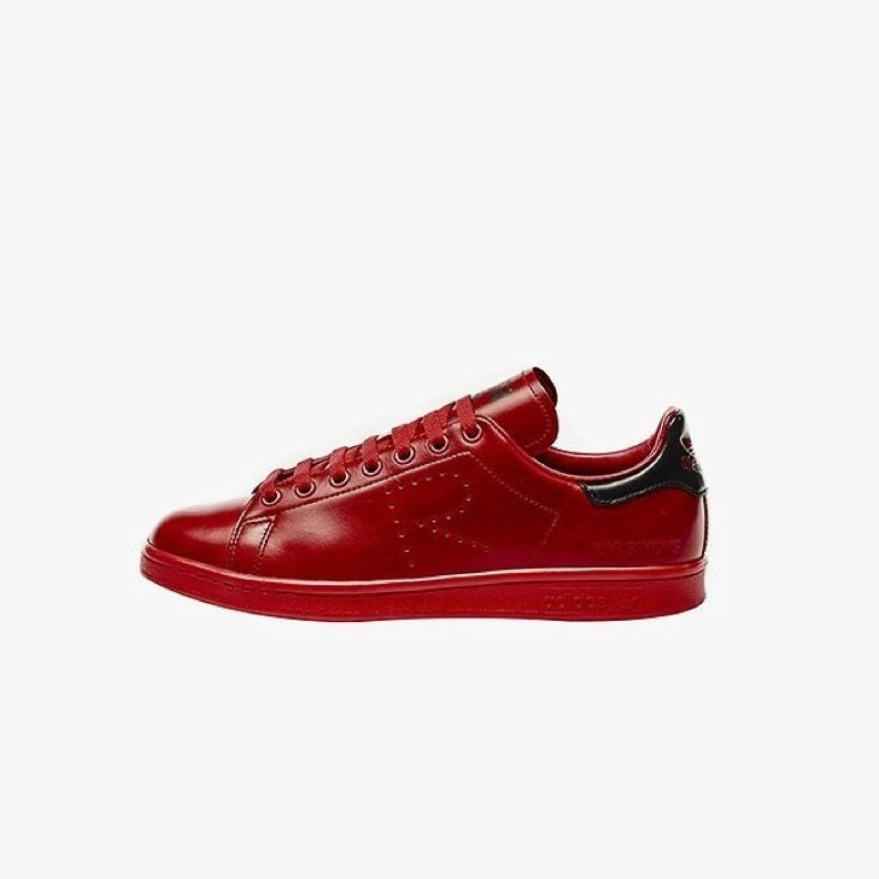 prediction-these-new-stan-smiths-are-going-to-blow-up-at-fashion-week-1861960-1470689754.640x0c