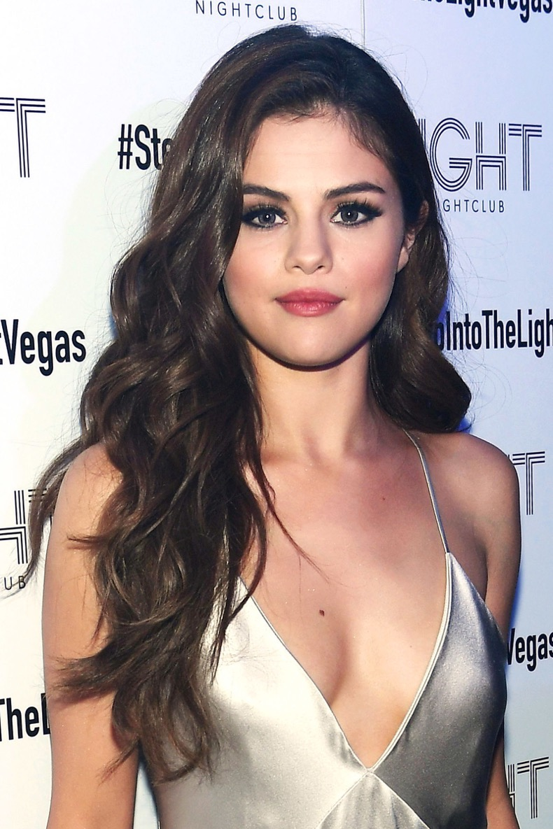 selena-gomez-hair-gettyimages-528832298_master