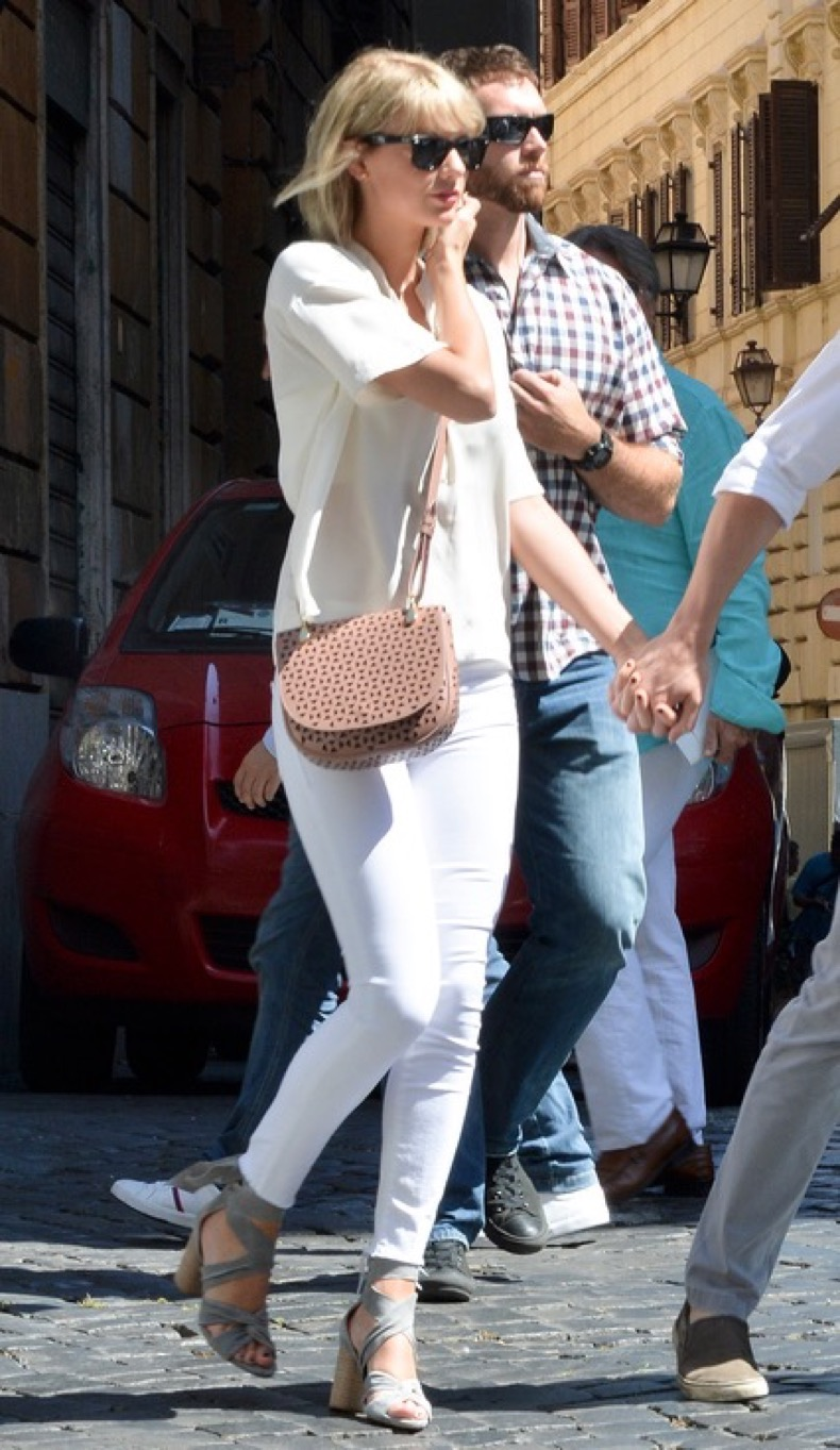 Taylor Swift is seen with her new boyfriend Tom Hiddleston having breakfast near Piazza Navona in Rome, Italy Pictured: Taylor Swift, Tom Hiddleston Ref: SPL1288732 280616 Picture by: Agostino Fabio Splash News Splash News and Pictures Los Angeles: 310-821-2666 New York: 212-619-2666 London: 870-934-2666 photodesk@splashnews.com