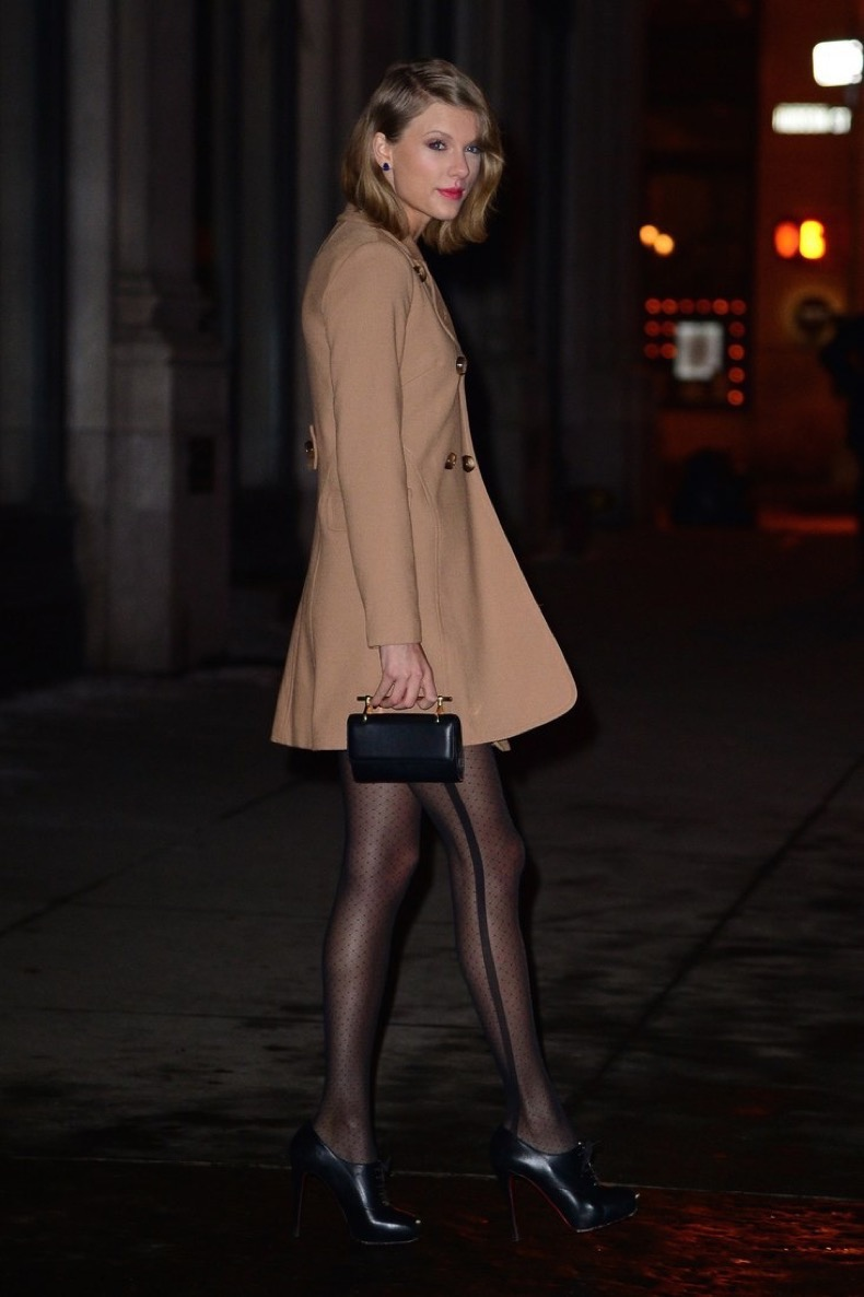 taylor-swift-camel-coat
