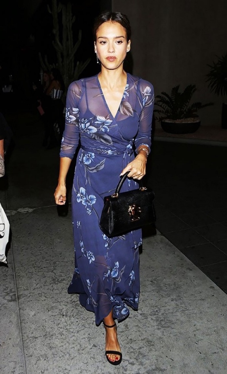 these-celebrity-outfits-will-never-go-out-of-style-1878985-1471984842.600x0c
