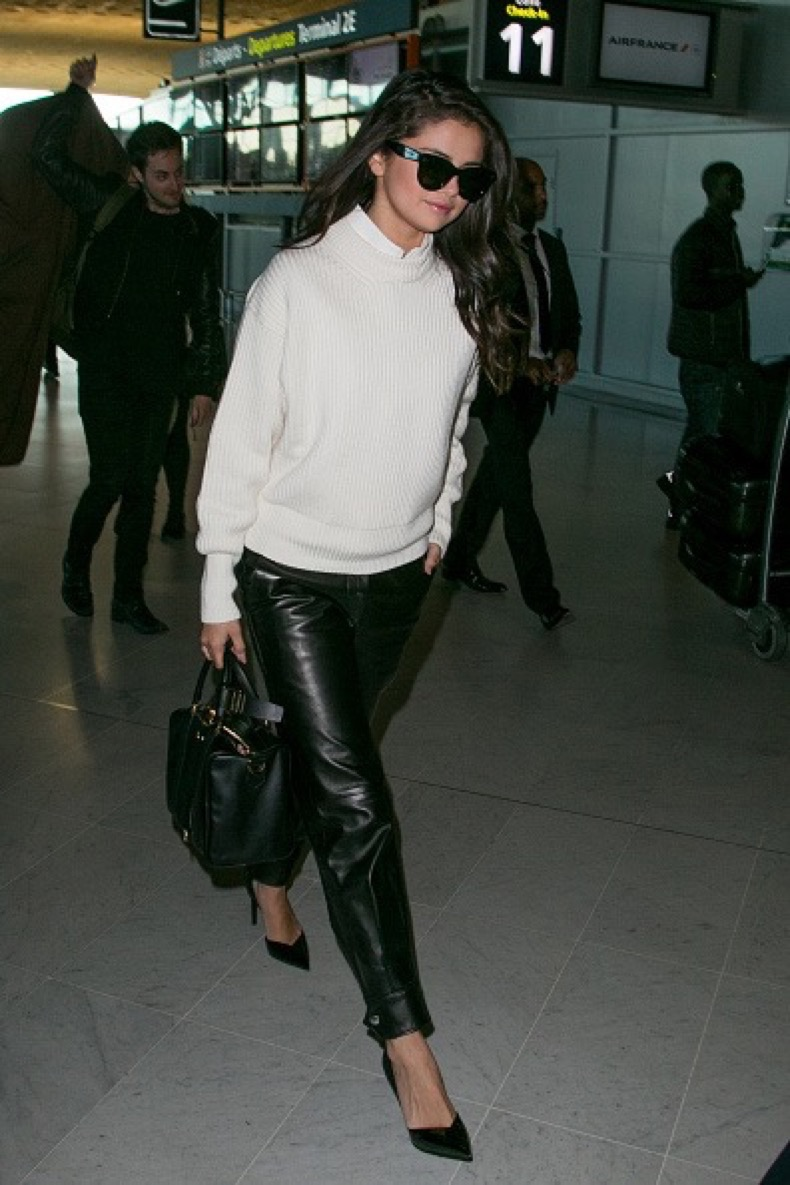 PARIS, FRANCE - SEPTEMBER 29:  Actress and singer Selena Gomez is spotted at Charles-de-Gaulle airport on September 29, 2015 in Paris, France.  (Photo by Marc Piasecki/GC Images)