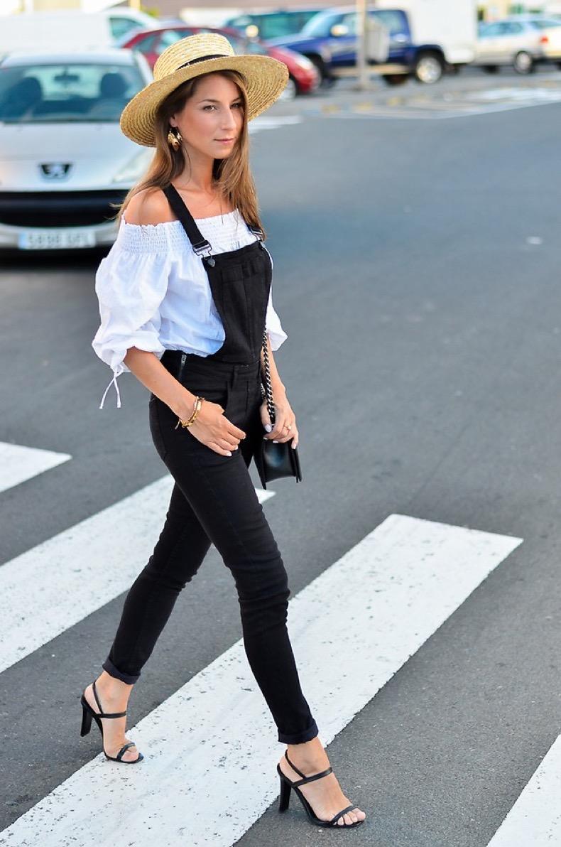 4981056_outfit-schwarze-latzhose-streetstyle-off-shoulder-top-boater-hat_5_von_28