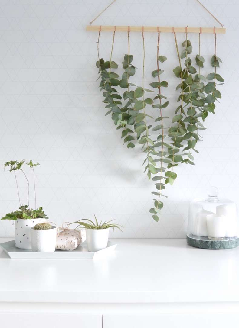 DIY-eucalyptus-hanger-for-Christmas-3
