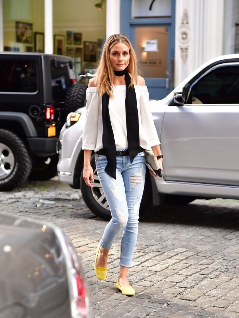 olivia-wearing-black-skinny-scarf-nyc