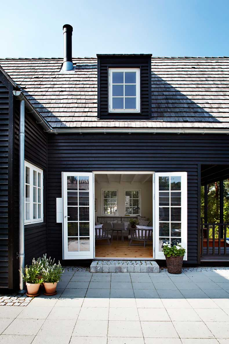 black-farmhouse-2