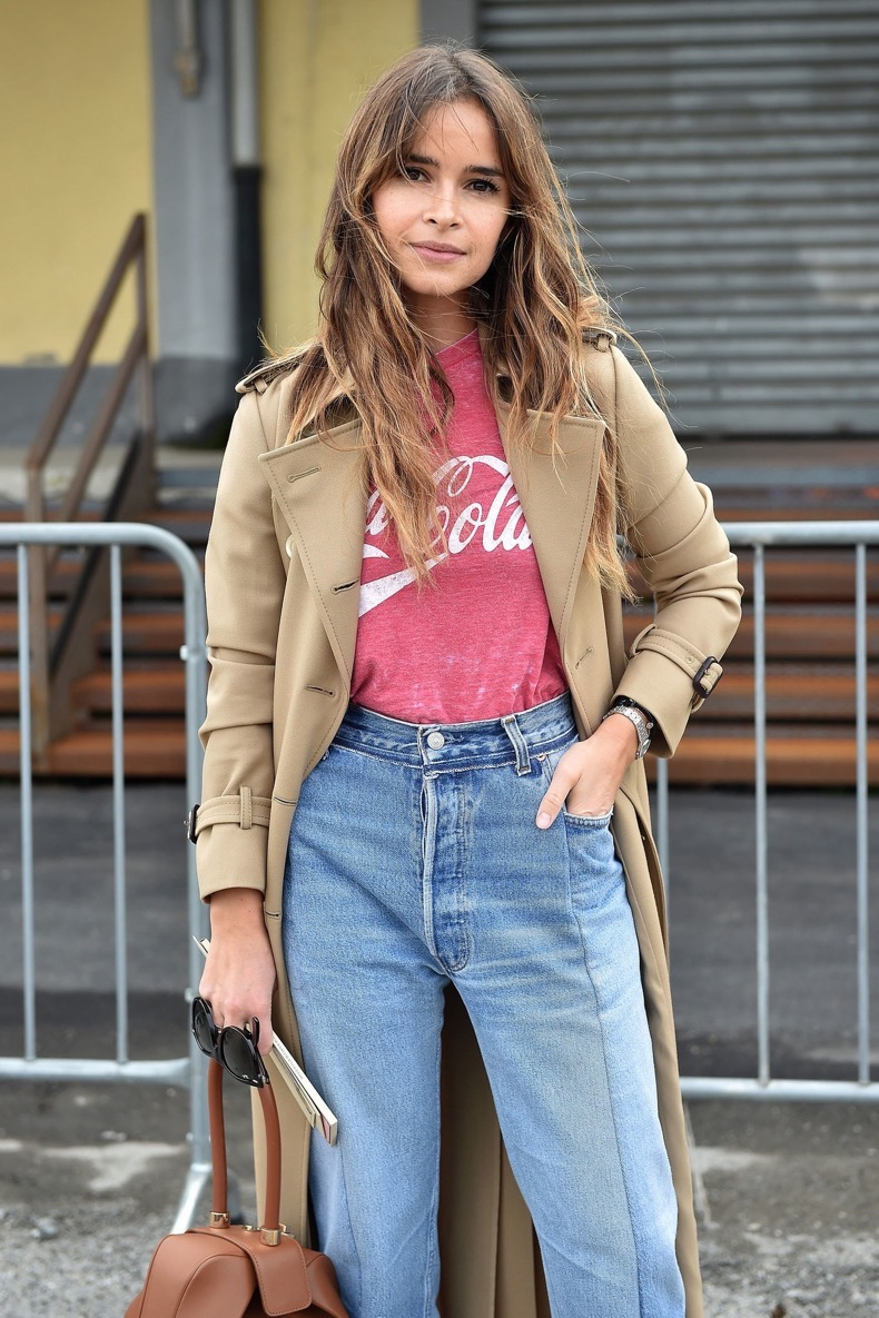 fashion-2016-03-miroslava-duma-logo-tshirt-street-style-close-up-main
