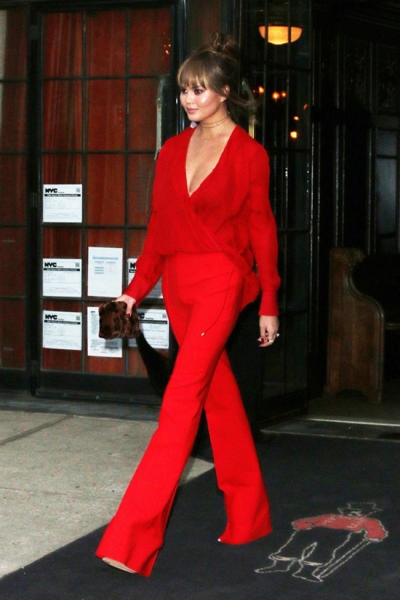 from-chrissy-teigen-to-emma-roberts-the-best-dressed-celebs-of-the-week-1914805-1474693051-640x0c