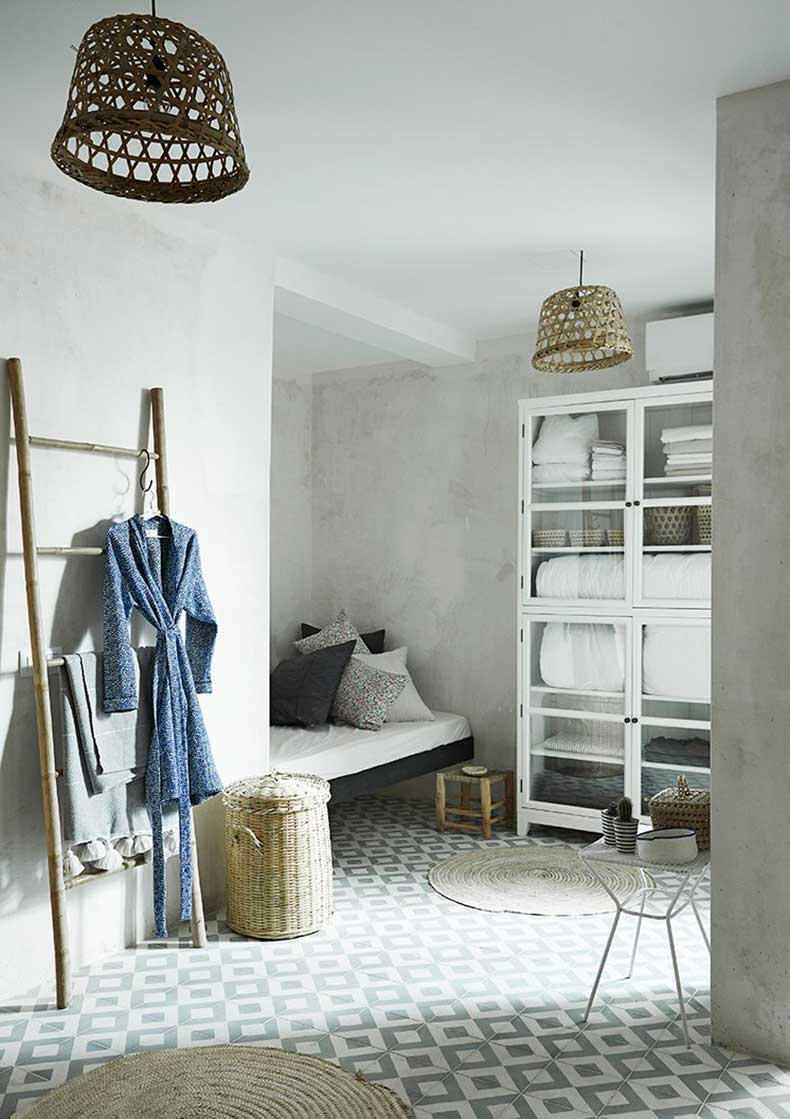 mallorca-apartment-wall-to-wall-cement-tile-bathroom-bath-closet-cococozy