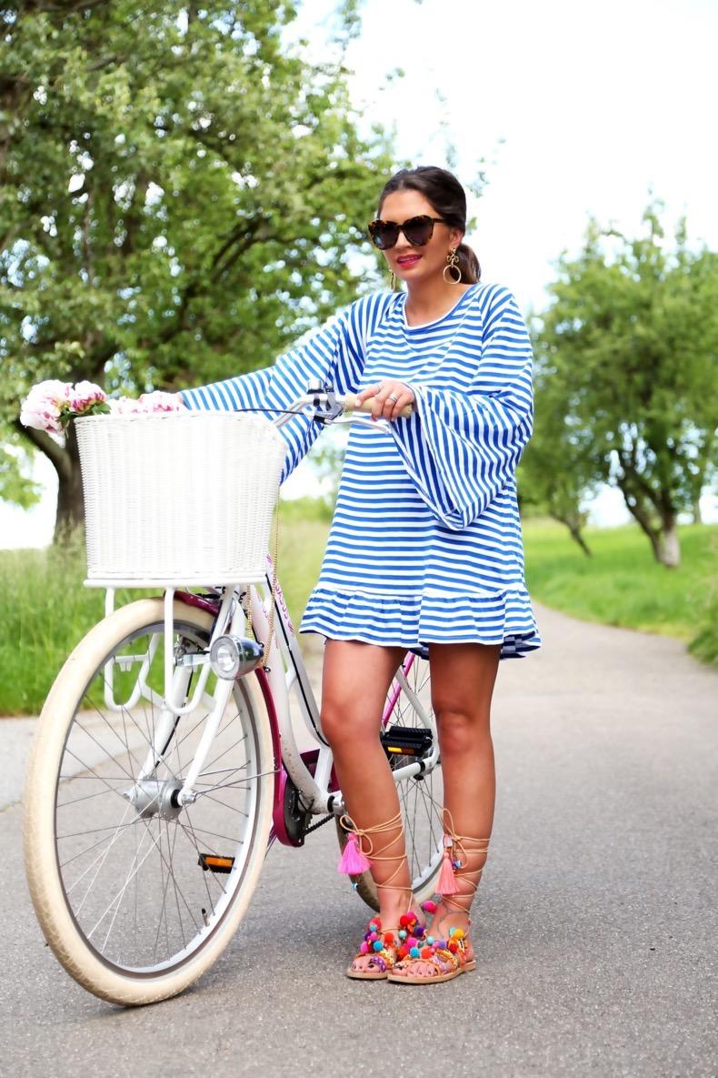 outfit-bike-sundress-hippie-dress-pom-pom-sandals