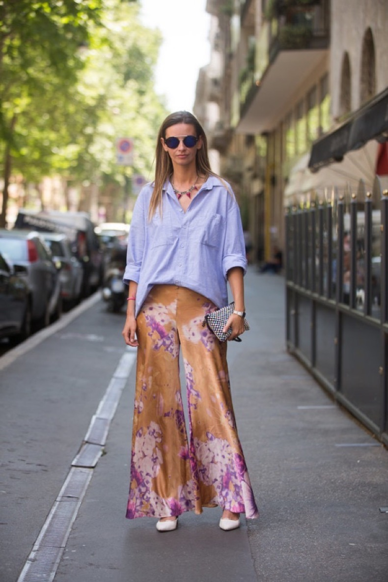 summer-work-outfit-printed-pants-flated-pants-pajama-pants-palazzo-watercolor-artsy-florals-white-pumps-mens-oxford-via-getty1-640x960