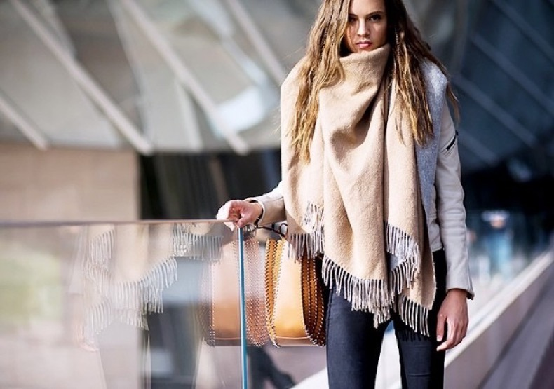 the-coolest-way-to-wear-your-scarf-with-step-by-step-instructions-1716057-1459450615-640x0c