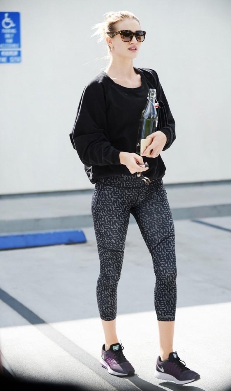 this-celebrity-has-the-best-leggings-wardrobe-1911391-1474491328-600x0c