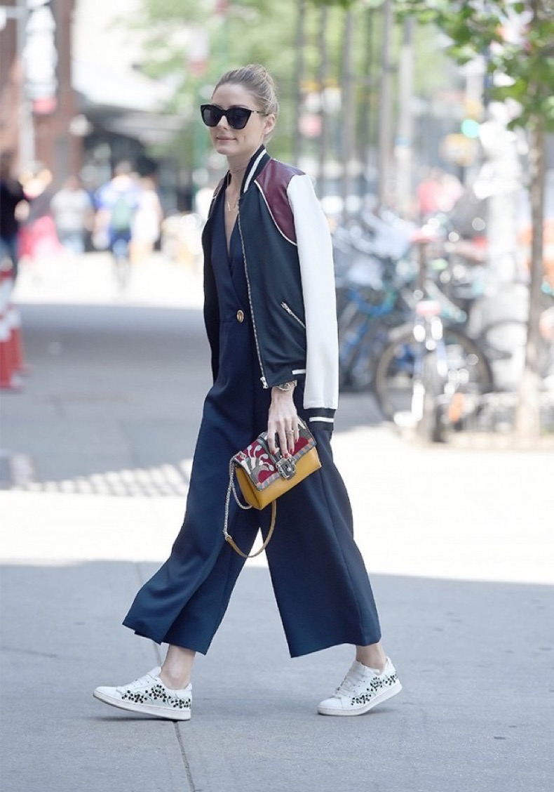 tk-celeb-approved-ways-to-wear-sneakers-to-work-1800359-1465495454-600x0c