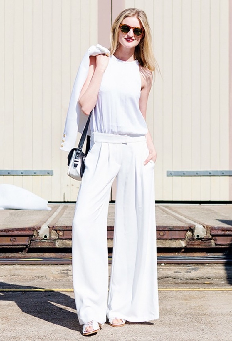 white-pants-suit-white-wide-leg-pants-all-white-white-blazer-summer-work-outfit-going-out-outfit-via-candice-lake