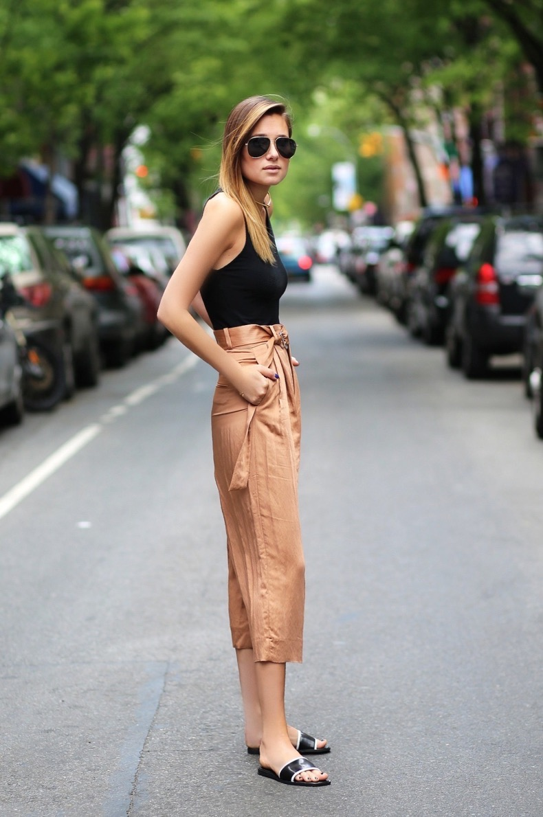 2-chic-pants-and-tank-top-with-slides